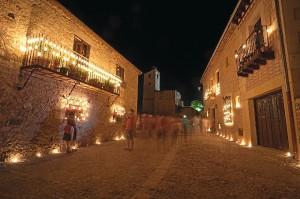 Más de 45.000 velas son necesarias para iluminar la localidad. / Foto: Fundación Villa de Pedraza.