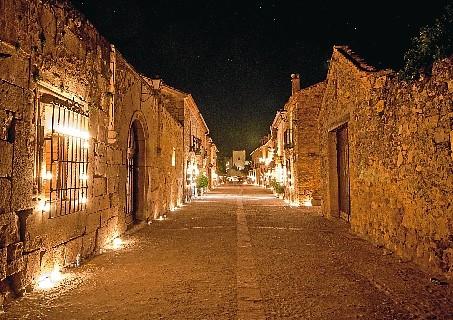 Pedraza, un viaje al Medievo envuelto en velas y música