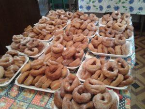 Las celebraciones se hacían en las casas de la familia con los postres típicos de Cúllar como los roscos o pestiños.