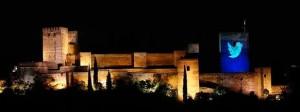 El pajarito azul de Twitter, en la Torre de la Vela de la Alhambra, en la edición de 2013.
