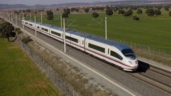 Abren al tráfico la línea de AVE Madrid-Alicante tras descarrilar una locomotora