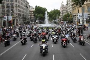 Motoristas circulando por Barcelona.