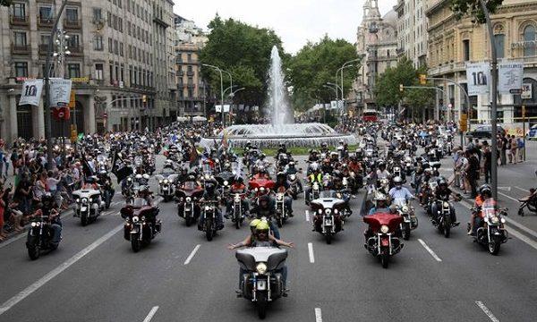 Más de 12.000 motoristas recorren las calles de Barcelona