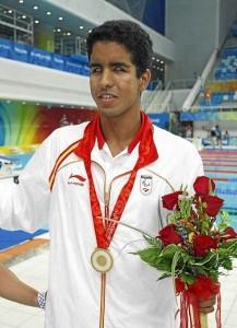 Enhamed con una de sus cuatro medallas de Oro de Pekín 2008.