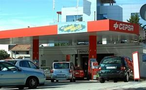 Gasolinera española en plena actividad