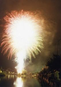 Fuegos artificiales del Festival Isla de los Faisanes. / Foto: Fototeca Municipal de Irun