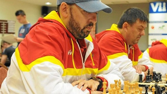 Siete ajedrecistas ciegos compiten contra videntes en el XXXIV Open Internacional de Benasque