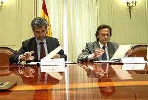 Carlos Lemes y Jesús Lizcano firman el convenio.