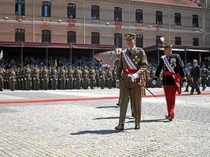 El Rey Felipe VI ha entregado los despachos reales por primera vez.