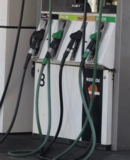 El carburante se sitúa en sus niveles más bajos por primera vez en cuatro años