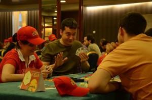 Un grupo de participantes en los juegos de mesa.