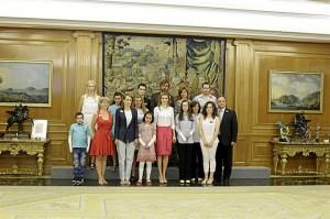 La Reina junto a miembros de ambas fundaciones.