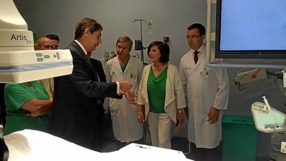 Profesionales de un hospital de Sevilla tratan miomas uterinos con una técnica que evita ingresos
