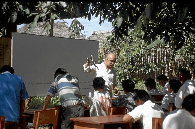 García imparte un curso en San Lorenzo, Perú, para los pueblos wampis, awajum, chapra, kandozi, shawi, kichwa, kukam, achuar y shiwilu.