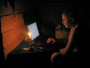 Trabajando de noche en el expediente de titulación del territorio Rama y Kriol.