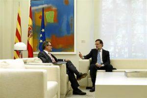 Rajoy y Mas han hablado de sus vacaciones antes de quedarse a solas. / Foto: Europa Press