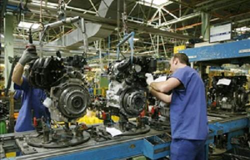 La actividad del sector manufacturero marca en junio máximos de siete años y acelera la creación de empleo