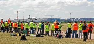Aficionados practicando spotting //foto: www.aviaciondigitalglobal.com