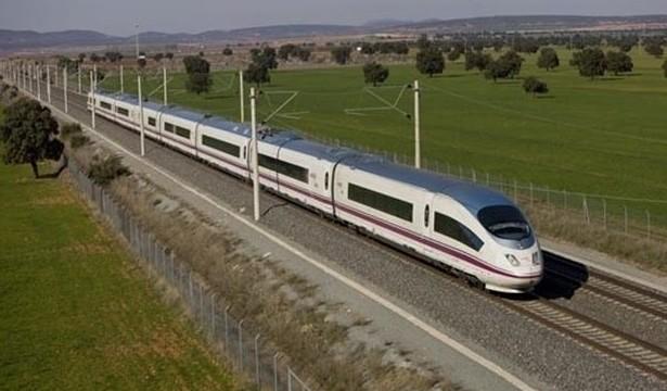 El número de viajeros del AVE se dispara un 20,3% en el primer semestre, hasta 8,58 millones