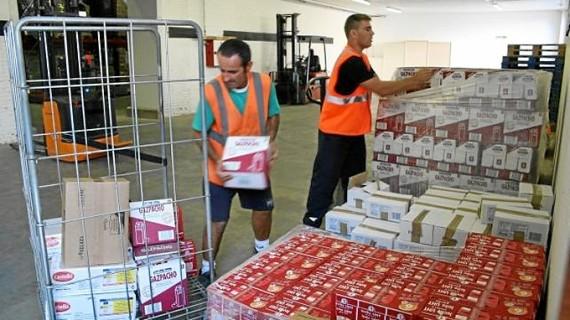 El banco de alimentos recibe 10 toneladas de productos de primera necesidad