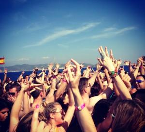 En Ibiza son comunes las fiestas en barcos. / Foto: wikimedia.org