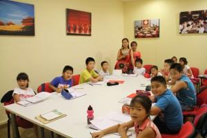 Niños aprenden chino en el Centro Hispanoasiático.