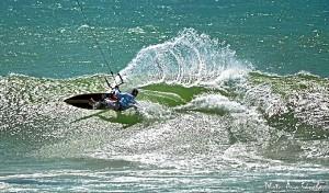 Javier Fernández girando en la ola