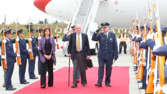 Don Juan Carlos acude a la investidura de Santos en Colombia