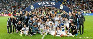 El Real Madrid posando con la copa