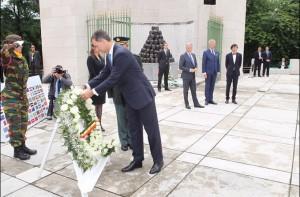 El Rey Felipe ha depositado una corona de flores. / Foto: Casa Real