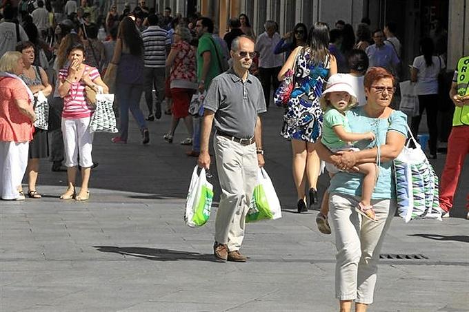 España registrará este año el segundo mayor repunte del consumo entre los países europeos de la OCDE