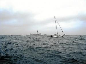 La fragata 'Navarra' ha socorrido a un velero francés. / Foto: Estado Mayor