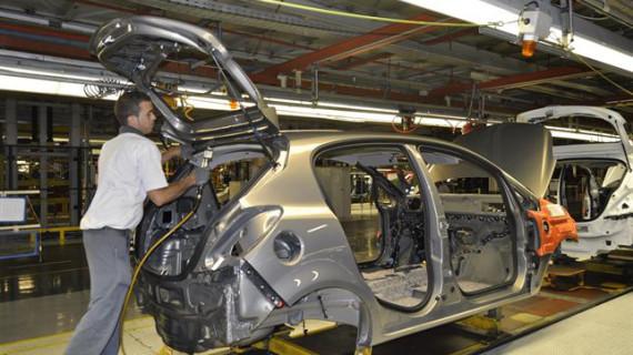 La industria eleva sus pedidos un 1,8% en 2014