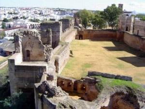 Interior del castillo. / Foto: loquehayqueverensevilla.es