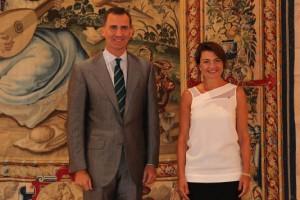 Felipe VI con la presidenta del Parlamento balear. / Foto: Twitter Casa Real