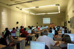 Mª José jesús Díaz impartiendo clase