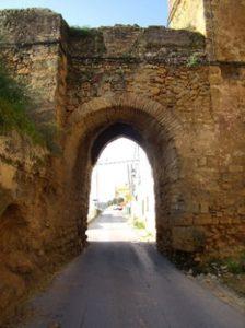 Puerta del castillo. / Foto: andaluciaturismo.org