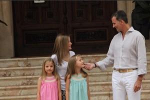Los Reyes, la Princesa de Asturias y la Infanta Sofía en el Palacio de Marivent de Mallorca. / Foto: Twitter Casa Real