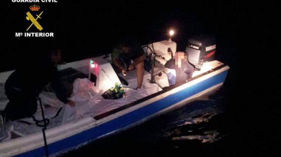 La Guardia Civil detiene a dos personas cuando transportaban 1.532 kilos de hachís en una embarcación por el río Piedras