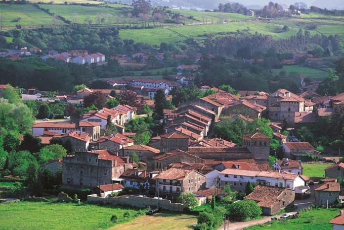 Santillana del Mar, donde se encuentran las Cuevas de Altamira. / Foto: www.lospueblosmasbonitosdeespana.org