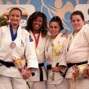 Sara Rodríguez, segunda por la derecha