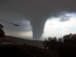 Tornado afectando a Port Ginesta.