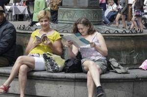 Turistas extranjeros.