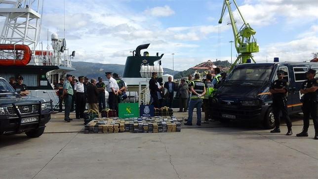 Interceptan en alta mar un velero cargado con 800 kilos de cocaína con destino a Galicia