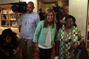 Juliana Bohana ante los medios
