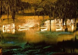 Lago subterráneo en la cueva de Drach