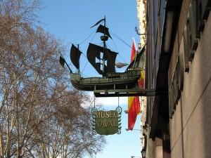 Detalles de la fachada del Museo Naval