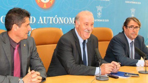 Vicente del Bosque 'ilustra' a los empleados de la Agencia Tributaria de Ceuta