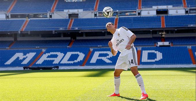 El jugador mexicano pisó el césped del Bernabéu. / Foto: www.realmadrid