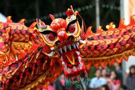 Cabeza de dragón en danza. / 舞龙表演